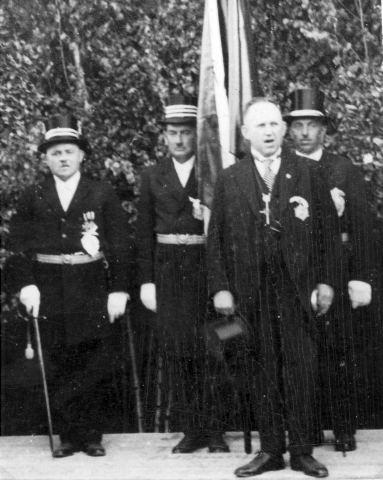 Präsident Peter Knepperges bei der Fahnenweihe am Pfingstmontag 1935