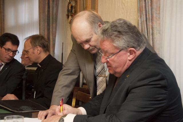 Peter Schlösser mit Oberst Rolf WInkens